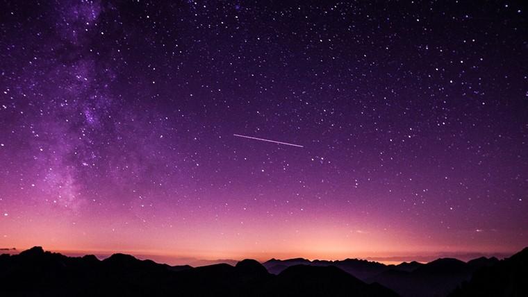 紫色が象徴的な宇宙